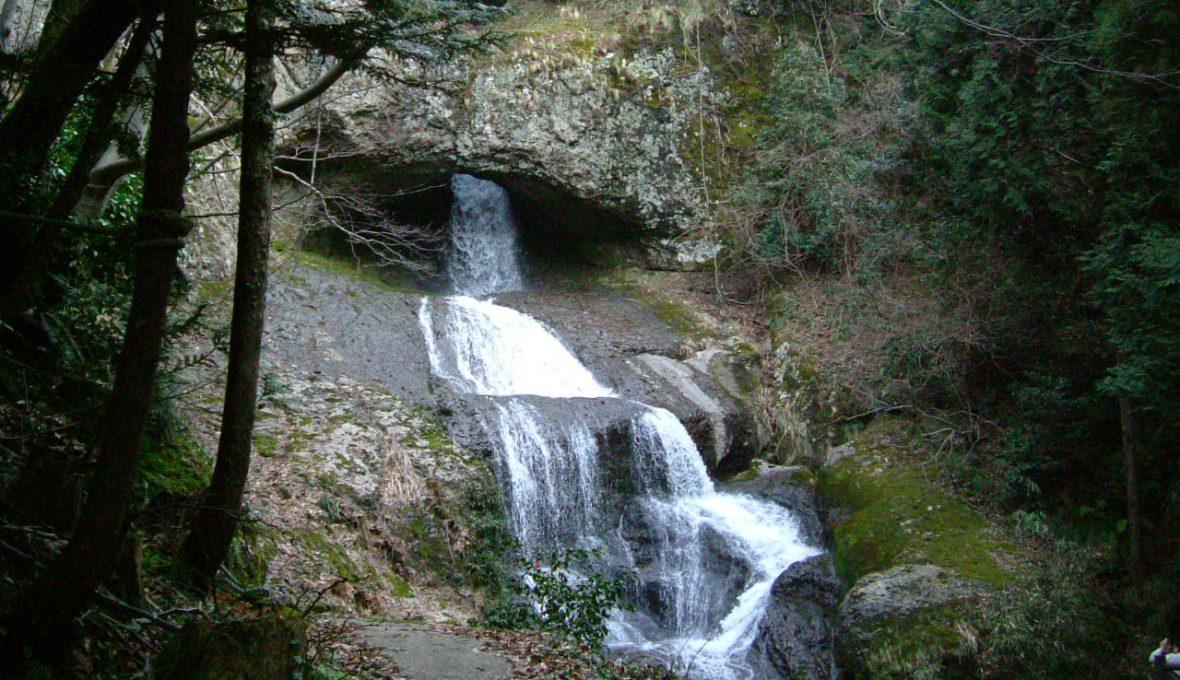 【輪島市】底の抜けた桶のような珍しい「桶滝」